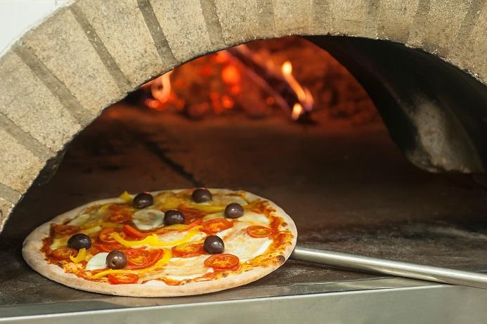 Pizza Cotta nel Forno a Legna: Diese leckere Pizza könnt ihr auch in eurem Ofen backen